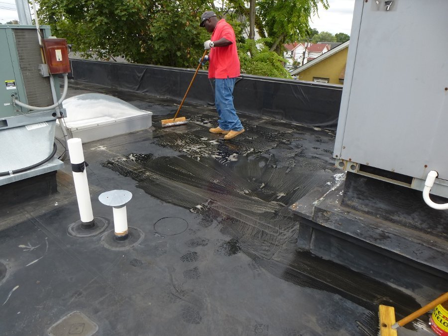 roof cleaning before waterproofing